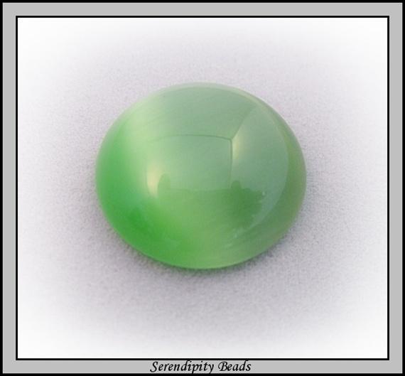 Cats Eye Cabochon Lt Green 20mm