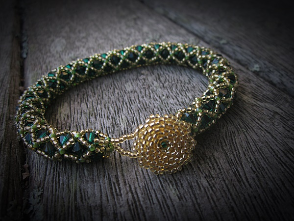 Emerald Gold Netted Bracelet