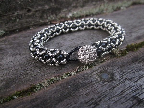 Elegant Netted Bracelet Black and Silver